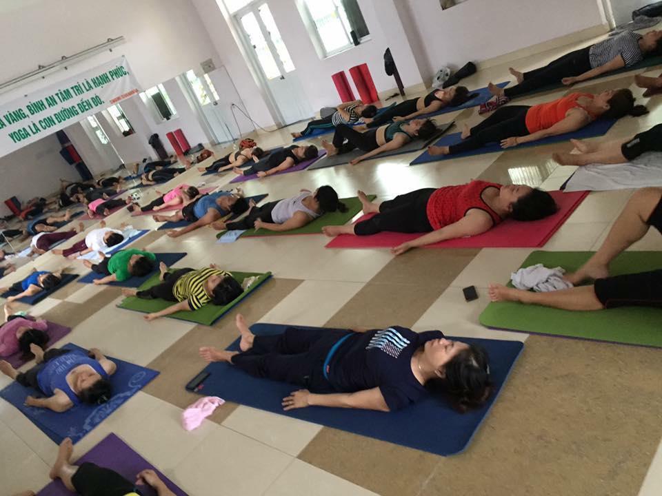cam-hung-giup-tam-hon-tinh-lang-yoga-1