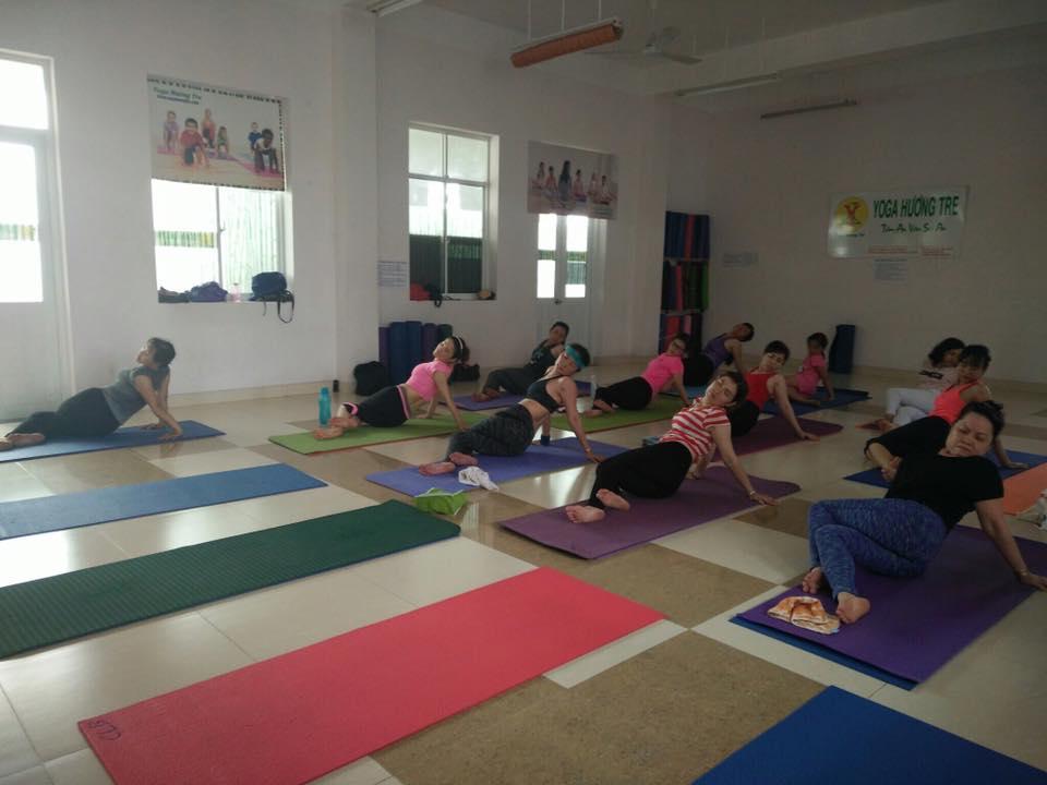 khai-giang-lop-yoga-trua-1