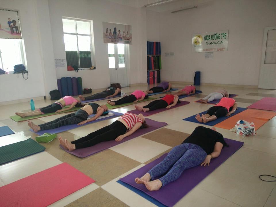 khai-giang-lop-yoga-trua-2