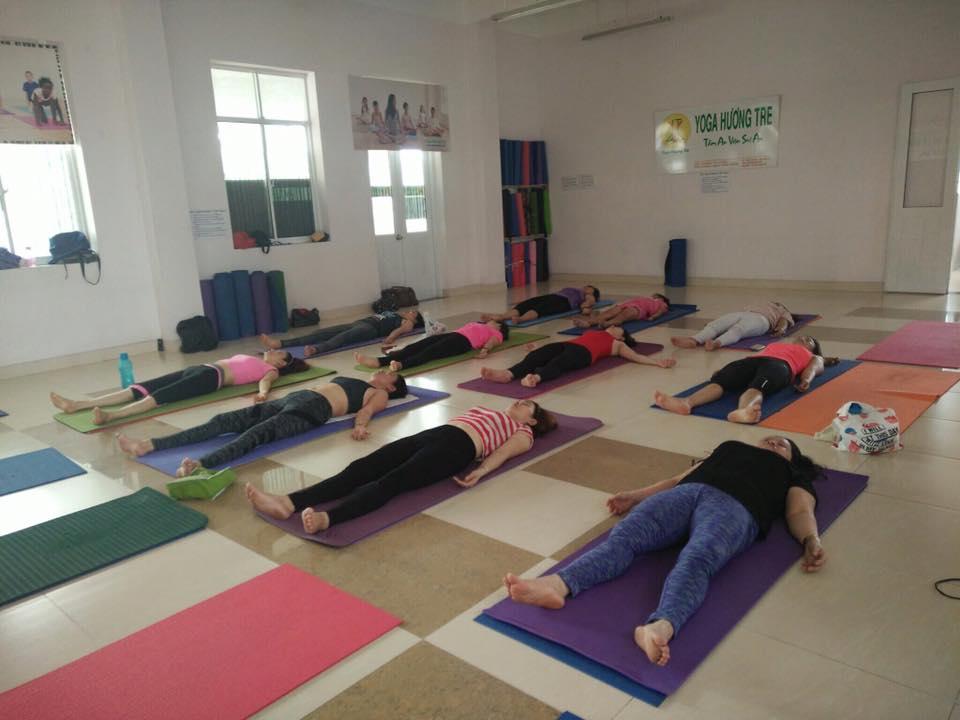 khai-giang-lop-yoga-trua-3