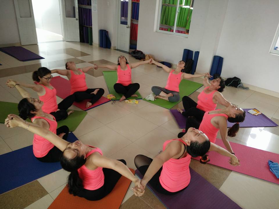 lop-yoga-tai-cong-ty-1